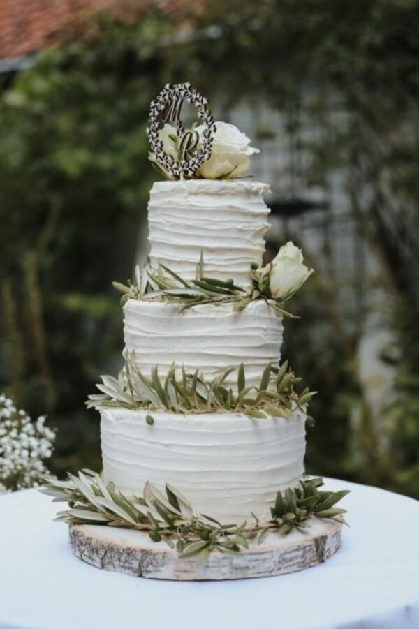 glutenvrije bruidstaart met crème afwerking